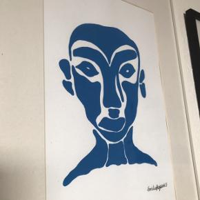 Smukt billede af blåt ansigt lavet af en kunstner på Instagram ❄️ ramme og passepartout medfølger. Størrelsen på rammen er A3 👌🏼   Bemærk - afhentes ved Harald Jensens plads. Bytter ikke 🌸   💫 Maleri kunst billede billed ansigt mørkeblå blå ramme hvid