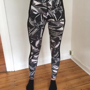 Puma leggings, brugt få gange, fejler intet.. ca 94% bomuld..