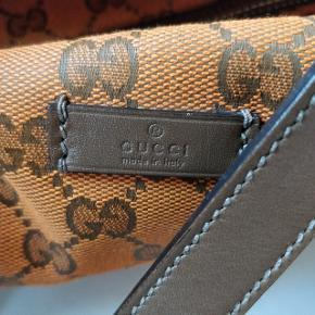 Weekend taske fra Gucci.  Fremstår rigtig flot - helt uden brugsspor. Der medfølger dustbag. Kommer fra ikke ryger hjem.