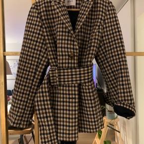 Fineste Envii jakke i str. M (kan også passes af mindre str. for oversize look)🌸 brugt 2 gange