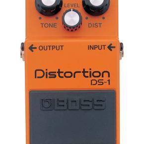 BOSS DS-1 Jeg sælger denne fantastiske pedal, da jeg har fået andre interesser Pedalen er købt i sommers - men har aldrig været brugt, da jeg er mere til pedalboards.  Pedalen kan sendes, og betaling foregår via bankoverførsel