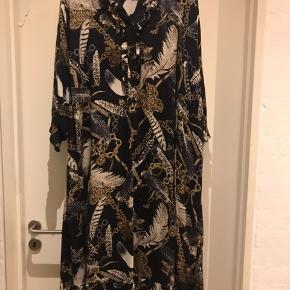 Lækker viskose printet kjole Str XL ( 52-54 )