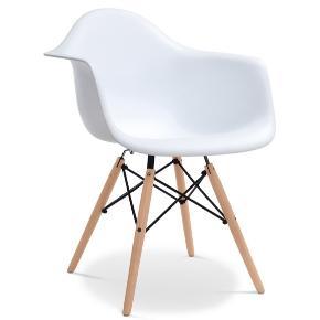 """Sælger en eller to stole. Fremstår stort set som nye. Kun brugt som """"pynte"""" stole og er fra et ikke-ryger-hjem. Bytter ikke. Kan afhentes i Aalborg eller alternativt afleveres i Aalborg/Aarhus mod betaling. Er bestilt fra London. Mærket er ukendt. MP 400kr pr. stk General Height (a1)80 cm Width (a2)62 cm Depth (a3)60 cm Weight4.5 kg Seat Height (b1)44 cm Armrest Height (d1)67 cm Depth (d3)35 cm"""