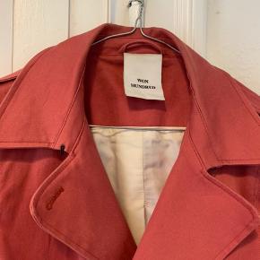 Mega flot jakke fra Won Hundred! Har få hvide mærker (se billede). Byd!