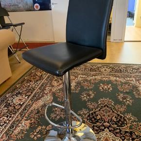DEFEKT stol - kan ikke køre op og ned.