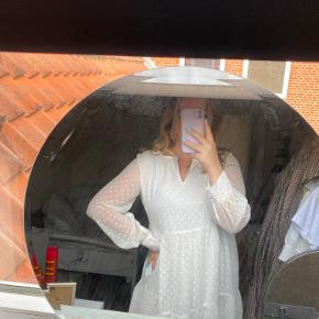 Købte den til min dimi, men valgte en anden kjole i sidste øjeblik. Kjolen er derfor helt ny.