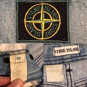 Stone island shorts, ældre model med green edge badge.  Det har førhen været stone island bukser men de er nu blevet lavet om til shorts.  De passer en waist 32-33