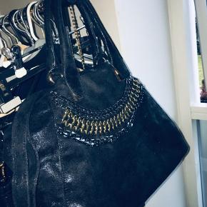 Lækker taske, med en del rum i. Spørg evt for billeder. 🌸 100,-