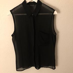 Sort gennemsigtig skjorte