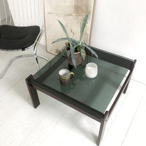 Smukt coffee table med mørk glasplade Kan leveres i København