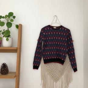 Virkelig flot sweater fra Urban Outfitters. Virkelig behagelig blød strik 🤩  Kom endelig med et bud 🌻 Tjek også mine andre annoncer med tøj fra Monki, Zara, Boii, Weekday mm. 🌸🕺🏼 #trendsalesfund