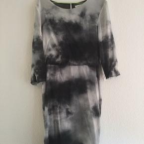 Fin kjole fra Samsøe, skriv for flere billeder eller andet info :)