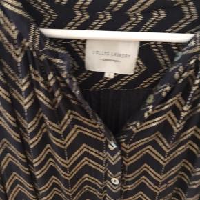 Lollys Laundry bluse. Med guld. Aldrig brugt.