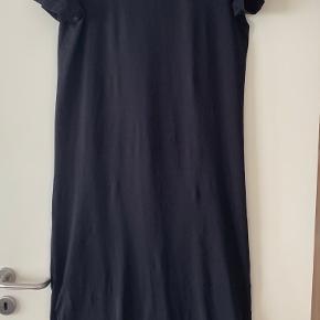 Basic Apparel kjole