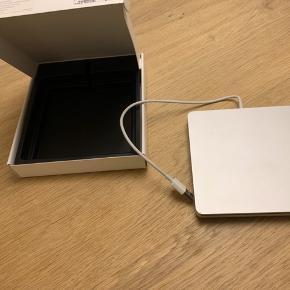 Apple USB SuperDrive inkl. æske. Brugt få gange. Ingen tegn på slid Ekstern CD - Drev