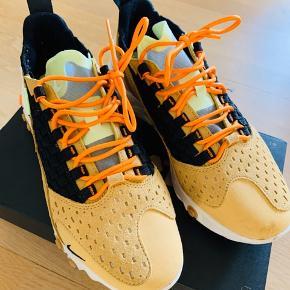 Nike Sneakers, Næsten som ny. Aalborg - Brugt 1-2 gange. Sælges da de er for store. Nypris i nov 2019 1200kr. Nike Sneakers, Aalborg. Næsten som ny, Brugt og vasket et par gange men uden mærker eller skader