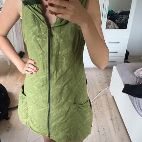 En rigtig fin og speciel kjole som man ikke kan få hvor som helst🤩 Den er blevet brugt meget få gange!  ‼️HVIS DU ER INTERRESERET I FLERE TING, SÅ KAN VI LAVE EN SAMLET TILBUD‼️
