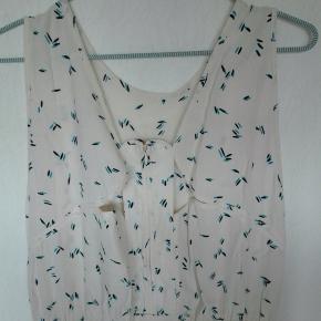Smuk gulvlang Stine Goya kjole. Smart ryg med lynlås. Byd. Se gerne mine andre annoncer.