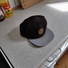 Snapback cap  onesize