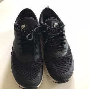 Desværre for små til mig, derfor sælger jeg nu disse fede Nike Air Max Thea