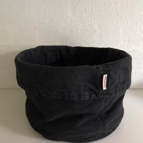 Stelton sort brødpose / brødkurv. Fin stand. Kan sendes for 39 kr.