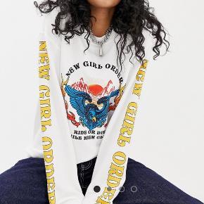 Sælger denne fede crewneck sweater. Brugt 1 enkelt gang - købt på Asos, mærket hedder New Girl Order. Nypris 300 ✨