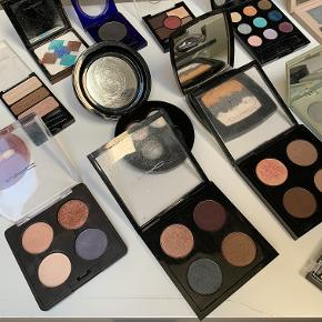 Sælger ud af min makeupsamling, kig derfor gerne mine andre annoncer for at opnå en super fed mængderabat.  Her på annoncen er øjenskygger, fra hhv. Estee Lauder, Mac Cosmetics, Chanel, Nyx, Bourjois, Origins, Elizabeth Arden, Rimmel mm.   Spørg endelig for navne, farver, bedre billeder eller andet.   Ser helst man køber mere end en ting af gangen, og jeg er meget medgørlig med mængderabatter.   Glæder mig til at høre fra dig!