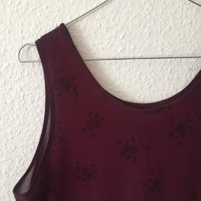 Fin halvgennemsigtig rød vintage kjole kjole - jeg har brugt den både som kjole og top.