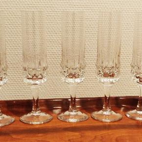 5 Champagne fløjter i flot krystal uden skader. Højde 20 cm