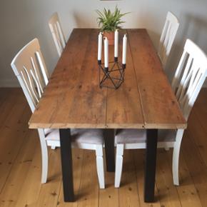 Rustikt spisebord med patina, lavet af gamle gulvbrædder. Måler: 162x80 Afhentes i Odense C.