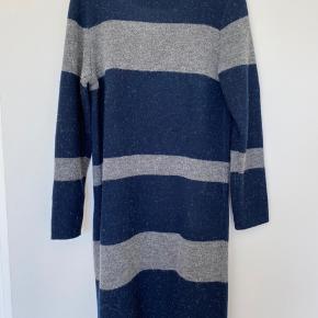Lang strikket cardigan fra Noisy May. Brugt få gange.