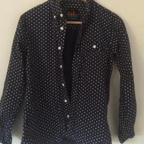 Brand: Outfitters Nations Varetype: Skjorte Størrelse: XS Farve: Se billede Prisen angivet er inklusiv forsendelse.