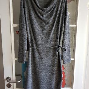 Sød kjole, aldrig brugt.  Sendes ikke