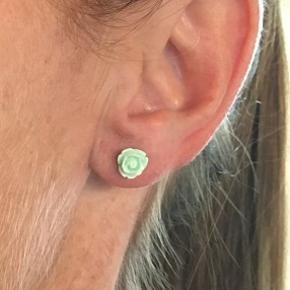 Rose øreringe, 6 mm Ørestikker af nikkelfrit, kirurgisk stål  1 par 20,- / 3 par 50,- / 5 par 75,- (Tilbuddet kan matches med mine øvrige annoncer med samme tilbud)  SG Smykkedesign