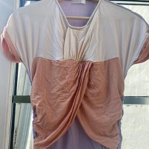 Den populære Stine Goya model i fine farver.  Brugt en gang kun. Fine draperinger som gør den sidder virkelig flot