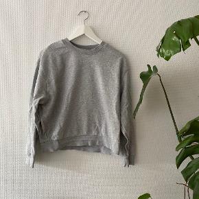 Huge Sweatshirt fra Weekday ✨  NB: Prisen er fast & eksl. fragten.  Tager derfor ikke i mod bud.