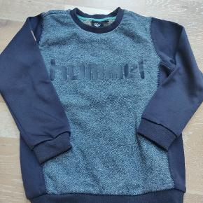 Super lækker sweatshirt fra Hummel Aldrig brugt kun vasket 1 gang i Neutral  Se også mine andre bluser fra Hummel