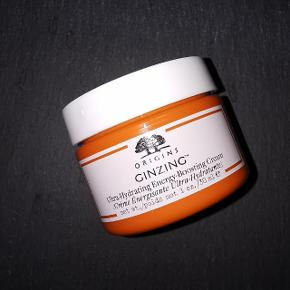 Ultrafugtgivende og plejende creme, der giver huden fornyet energi og vitalitet. Huden får øjeblikkeligt en frisk, sund og strålende glød. Aldrig brugt.  30 ml Nypris: 120,-