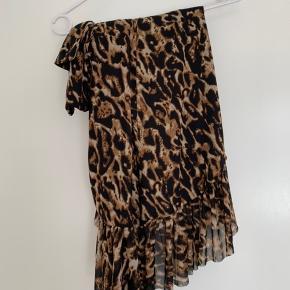 Mesh overlap maxi skirt i leopard. Kun brugt én gang