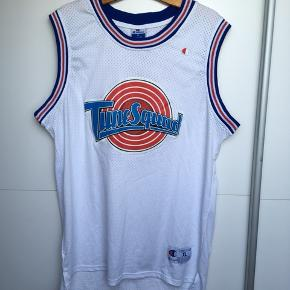 Super fed vintage bugs bunny basketball Jersey.
