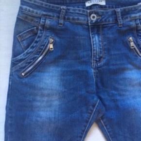 Lækre jeans købt i Paris 💕  Mærket er Lexxury.  Brugt, men i pæn stand.  Str. M(38).  Nypris 899,-   Se også mine andre fine annoncer. Giver gerne mængderabat 🌟
