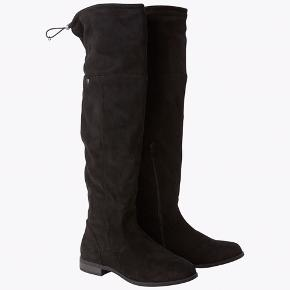 Tom Tailor Overknee støvler i sort str 39. Brugt en gang. Nypris 650kr Byd