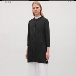 Super flot cardigan/kjole fra COS Str M