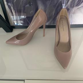 Smukkeste par sko men må desværre erkende de er for små. 😩😩   Er åben for bud og bytter også gerne. ☺️♻️
