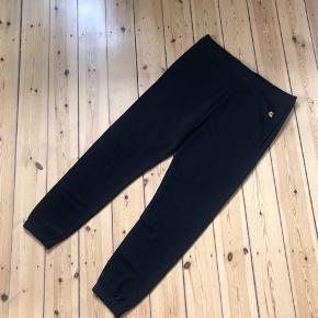 Carhartt sweatpants i Large. Aldrig brugt og med prismærke stadig på 🌼