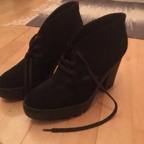 Lækre støvler fra calvin Klein aldrig brugt