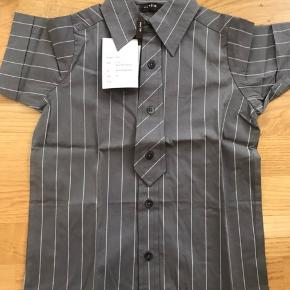 Fed kortærmede skjorte med slips