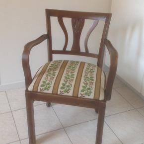 Rigtig flot gammel stol sælges