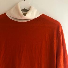 Tynd strik fra Arket. 100% merino-uld. Dejlig blød, og kun brugt meget få gange. Den er vasket i hånden.   Str. S, men rimelig oversize 😊  #30dayssellout