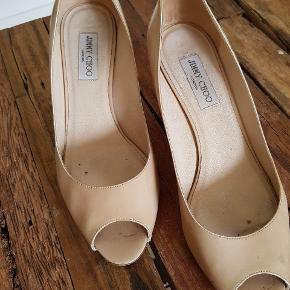 Brugt en del, forsålet men har mange km i dem endnu! :-) Købt på choos hjemmeside.  Jeg har for mage sko og er nået et stadie hvor vandrestøvler er mere mig :-)